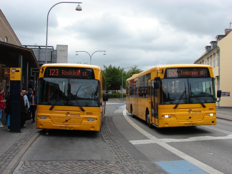 Arriva 1253/TJ97101 og 1264/TJ97869 i Jernbanegade i Roskilde den 1. juli 2011