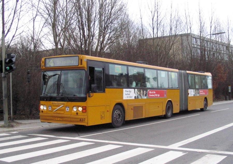 Århus Sporveje 437/OD97239 på Rymarken i Hasle den 11. april 2006