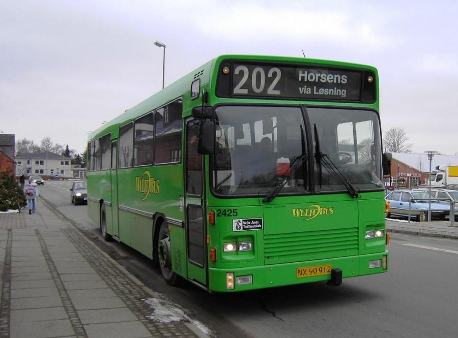 Wulff Bus 2425/NX90912 ved Brugsen i Løsning den 16. marts 2006