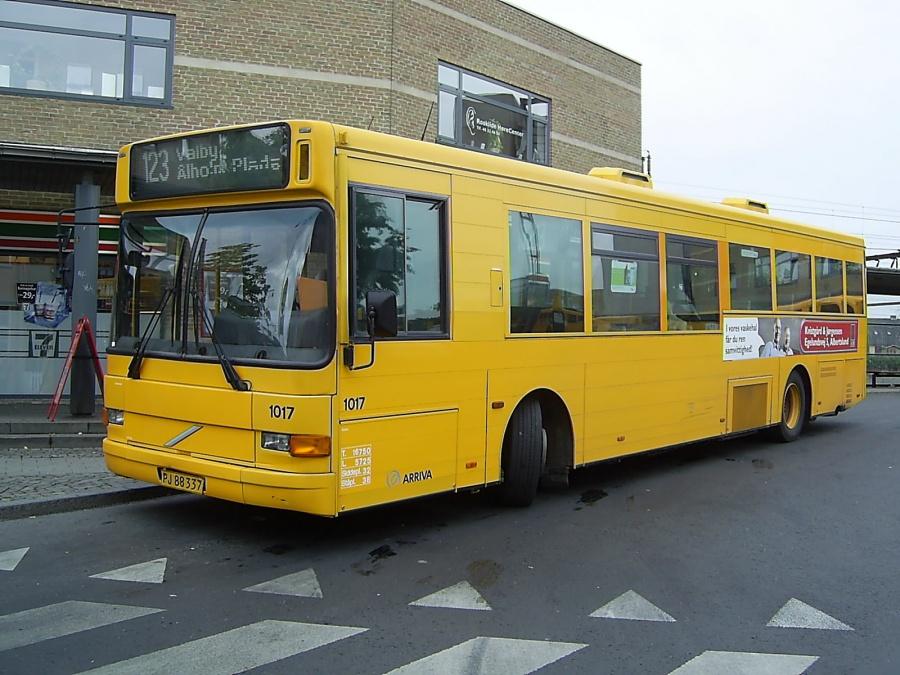 Arriva 1017/PJ88337 ved Roskilde Station den 2. august 2006