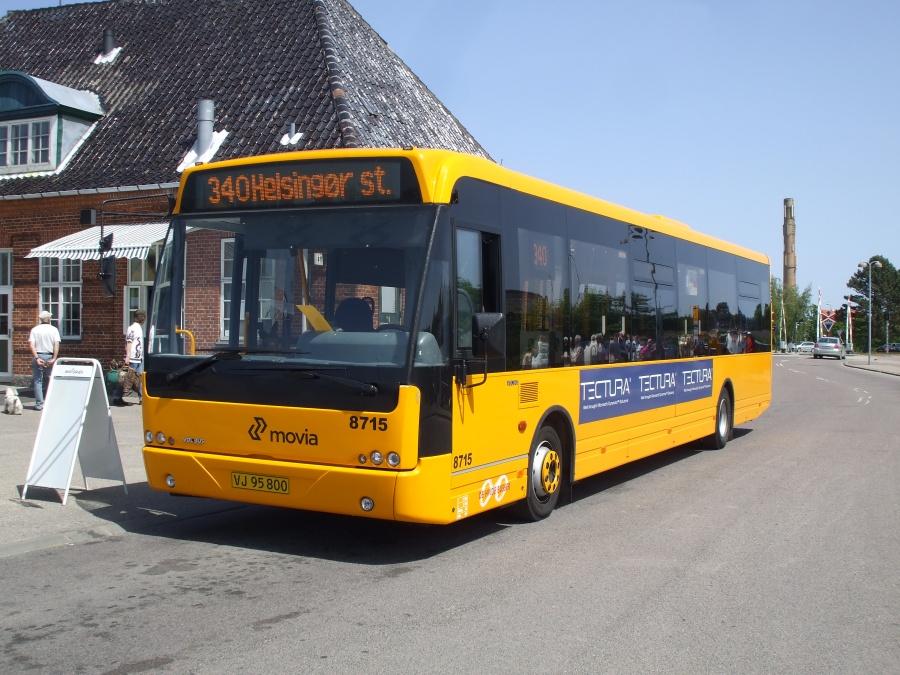 De Hvide Busser 8715/VJ95800 ved Helsinge Station den 31. maj 2008