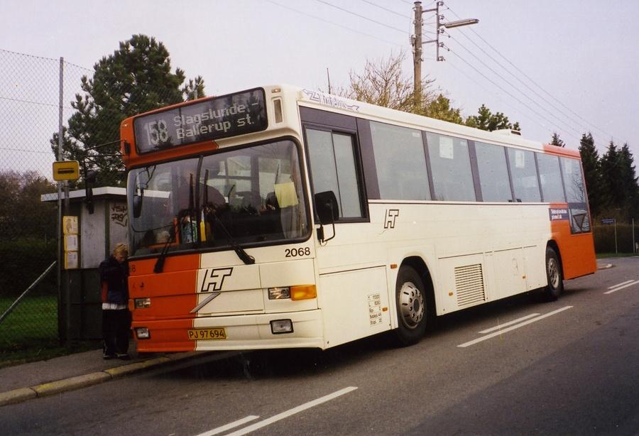 Linjebus 2068/PJ97694 i Slagslunde i april 2000