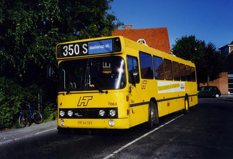 Linjebus 7063/PR94787 (lånebus) på Dragør Stationsplads i juli 1999