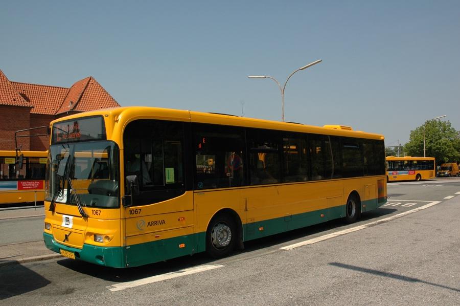 Arriva 1067/UR90591 ved Holte st. den 3. juli 2010