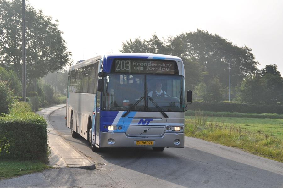 Jørns Busrejser 76/TL96071 i Hellum den 26. august 2011