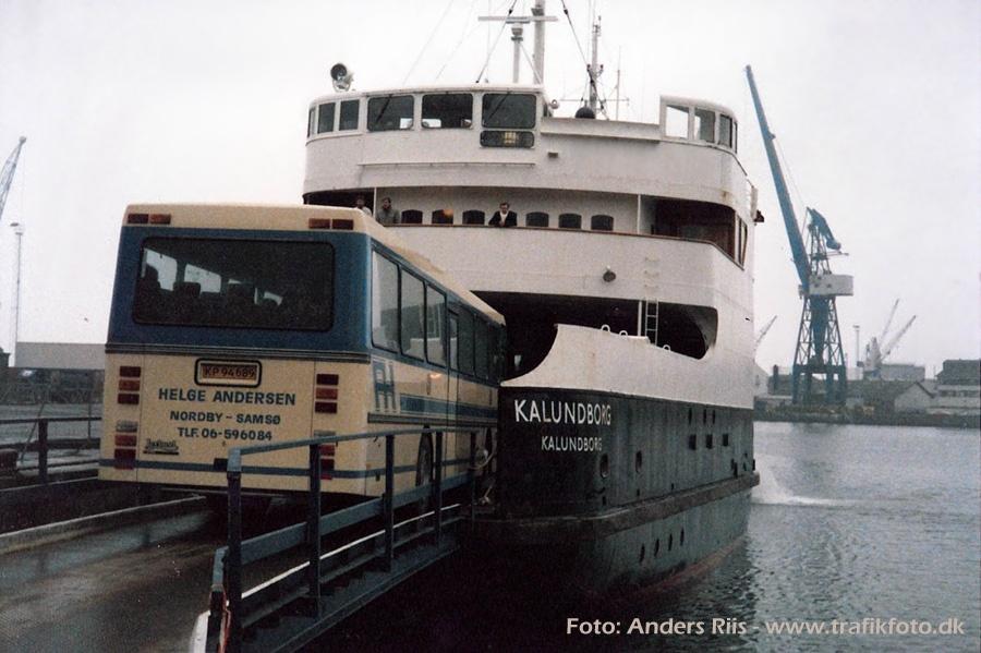 Helge Andersen KP94689 kører ombord på M/F Kalundborg i Århus i februar eller marts 1987