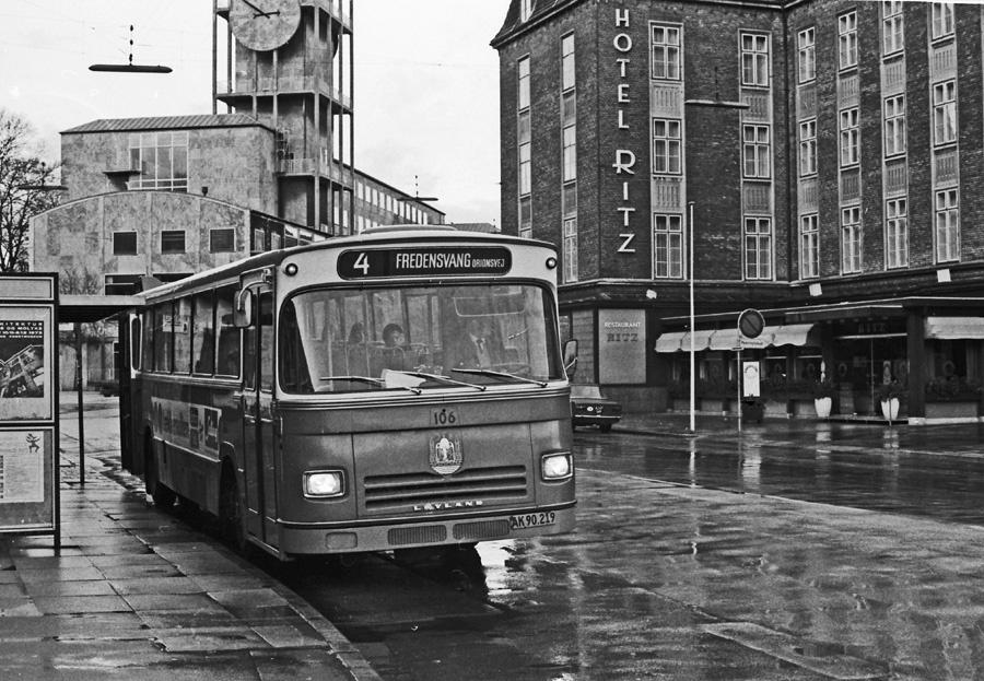 Århus Sporveje 106/AK90219 på Banegårdspladsen i Århus i 1976
