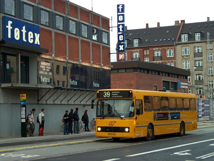 Connex 5275/MZ90122 ved Solbjerg st. på Frederiksberg den 8. november 2001