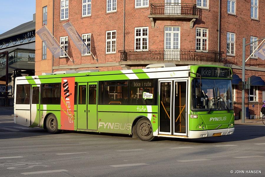 Tide Bus 8217/SN90043 ved Banegården i Odense den 4. marts 2013