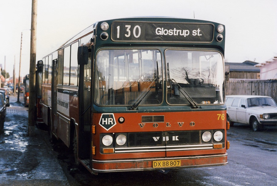 Hvidovre Rutebiler 76/DX88807 på Blushøjvej i Valby den 14. januar 1986