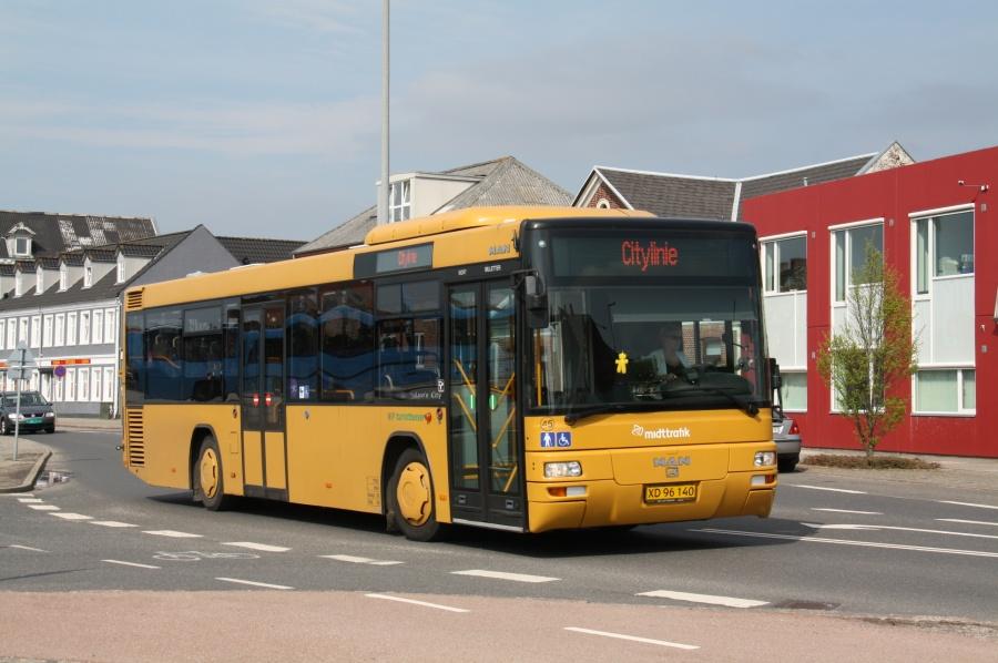 NF Turistbusser 45/XD96140 på Stationsvej i Holstebro den 16. maj 2013