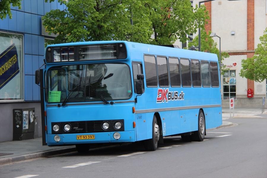 J J Turist VT93397 på Vejle Trafikcenter den 19. maj 2013