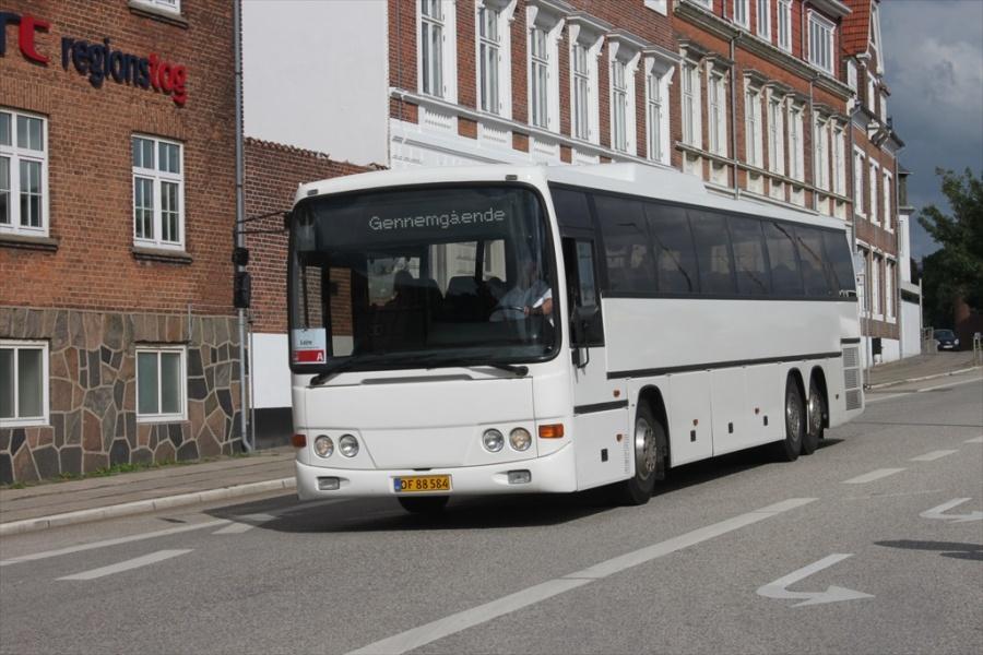 Egons Turist- og Minibusser DF88584 i Holbæk den 19. juni 2012