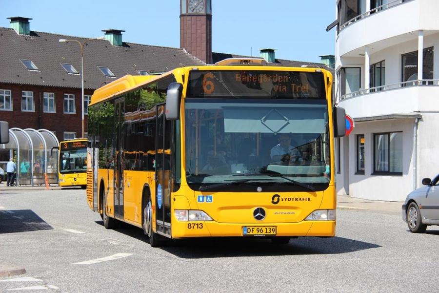 Tide Bus 8713/DF96139 i Jernbanegade i Fredericia den 11. juli 2013