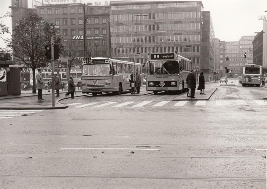 HT 301/AJ94173 og 610/CU89713 på Rådhuspladsen i København i 1974