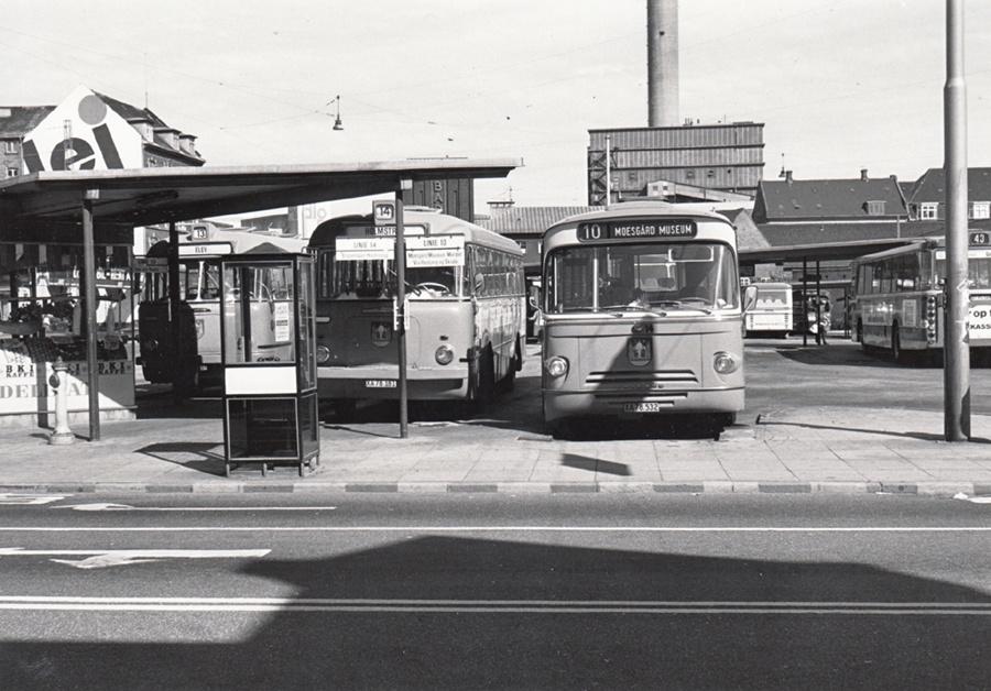 Århus Sporveje 181/XA78181 og 14/XA78532 på Århus rtb. i 1975