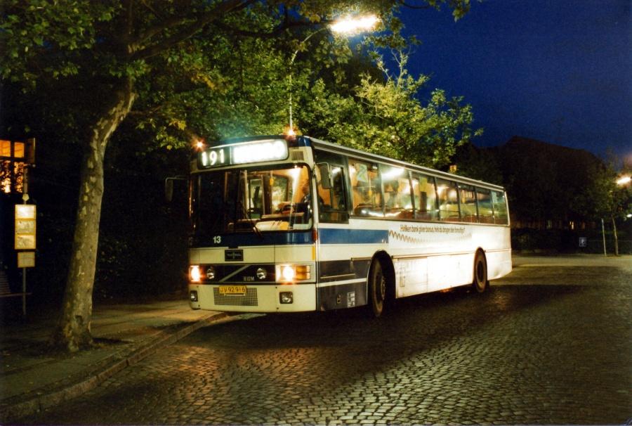 De Blaa Omnibusser 13/JV92916 ved Lyngby Station