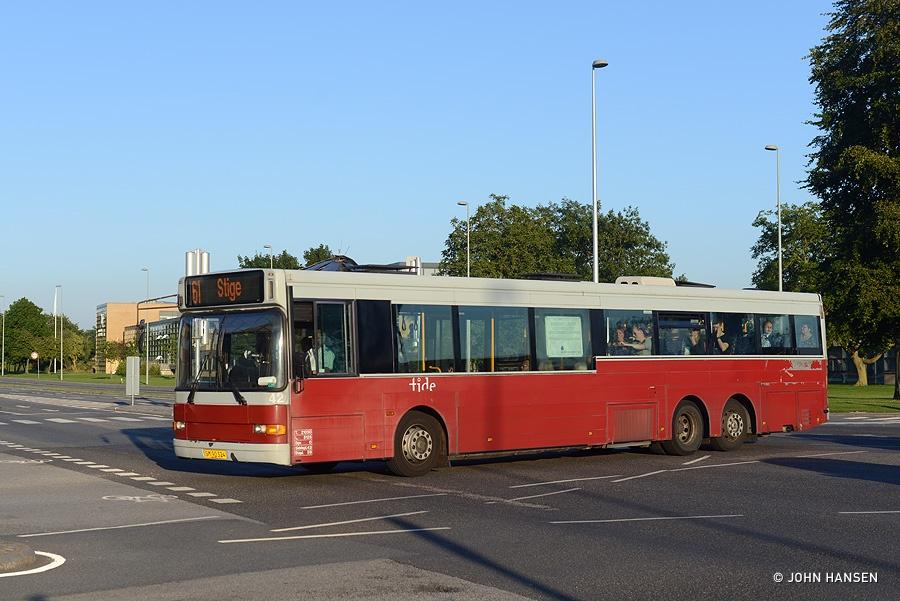 Tide Bus 42/SM90324 på Munkebjergvej/Munkerisvej i Odense den 20. august 2015