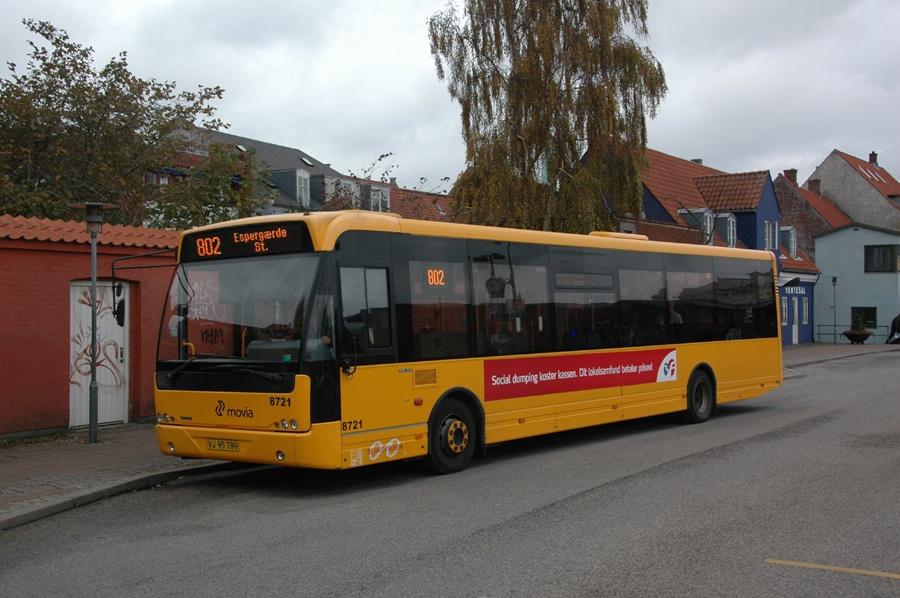 De Hvide Busser 8721/VJ95789 ved Helsingør St. den 7. november 2013