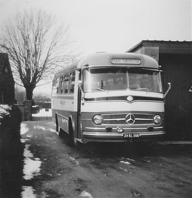 Mejlby Rute- og Turistbusser XH81008 ved garagen i Mejlby