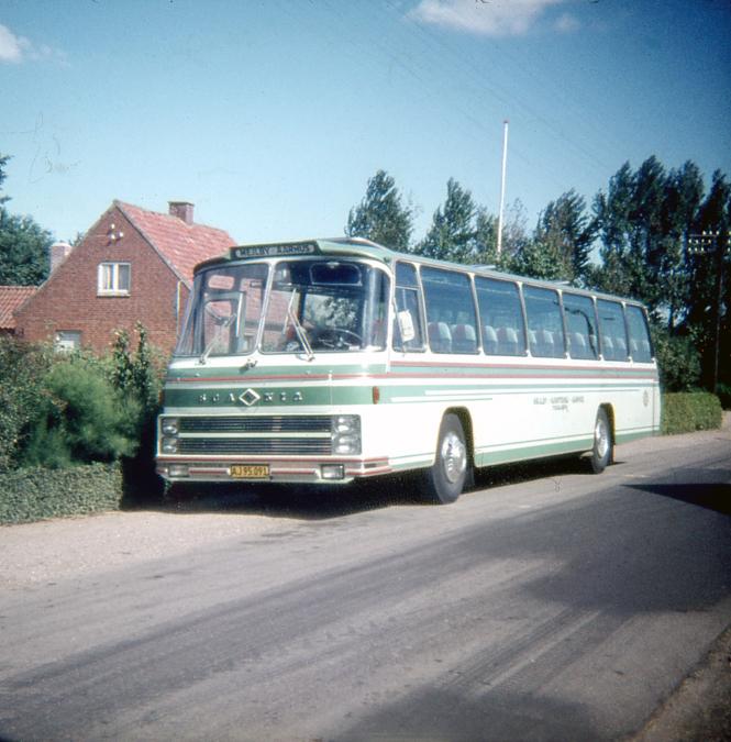 Mejlby Rute- og Turistbusser AJ95091 på Kaløvej i Mejlby i 1968