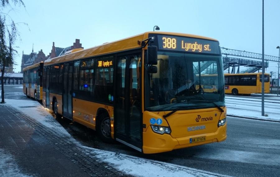 De Hvide Busser 8786/AK37674 ved Helsingør St. den 7. december 2013