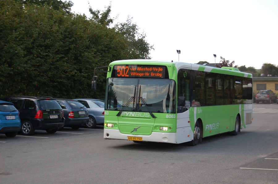 Tide Bus 8063/UB95792 ved Pontoppidansskolen i Broby den 28. august 2013