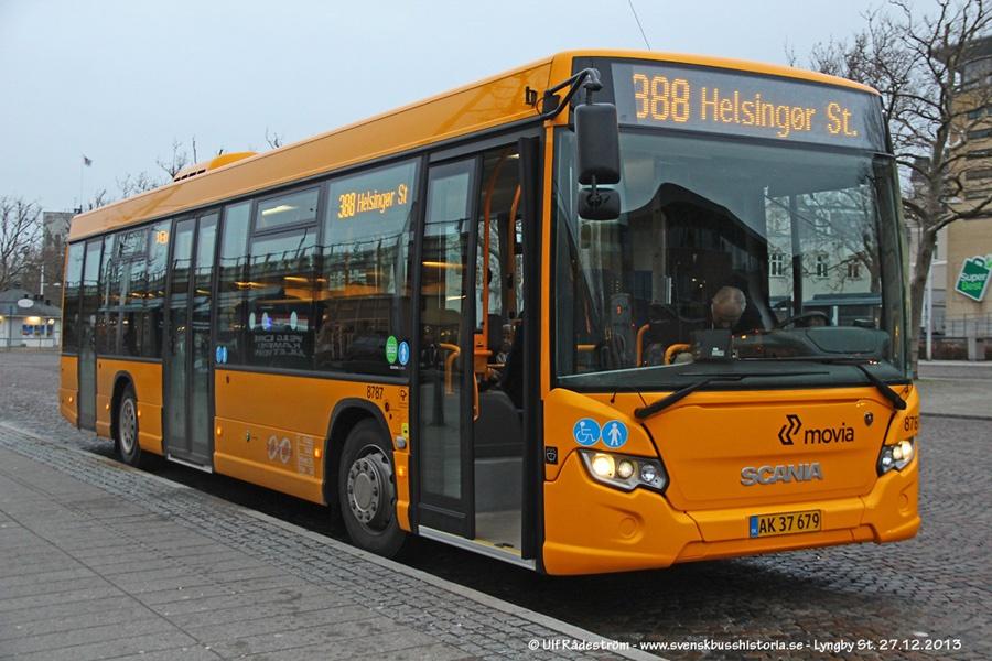 De Hvide Busser 8787/AK37679 ved Lyngby st. den 27. december 2013