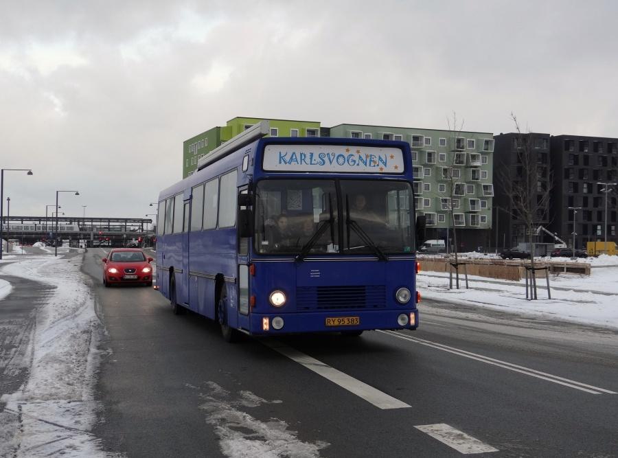 Københavns Kommune 523/RY95383 på Asger Jorns Allé i Ørestad Syd i København den 29. januar 2014