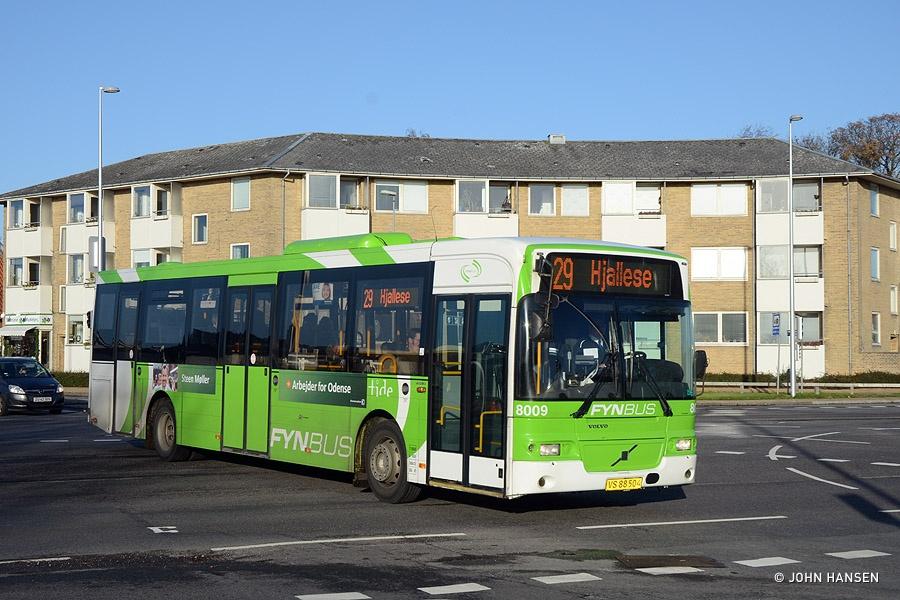 Tide Bus 8009/VS88504 på Munkebjergvej i Odense den 13. november 2013