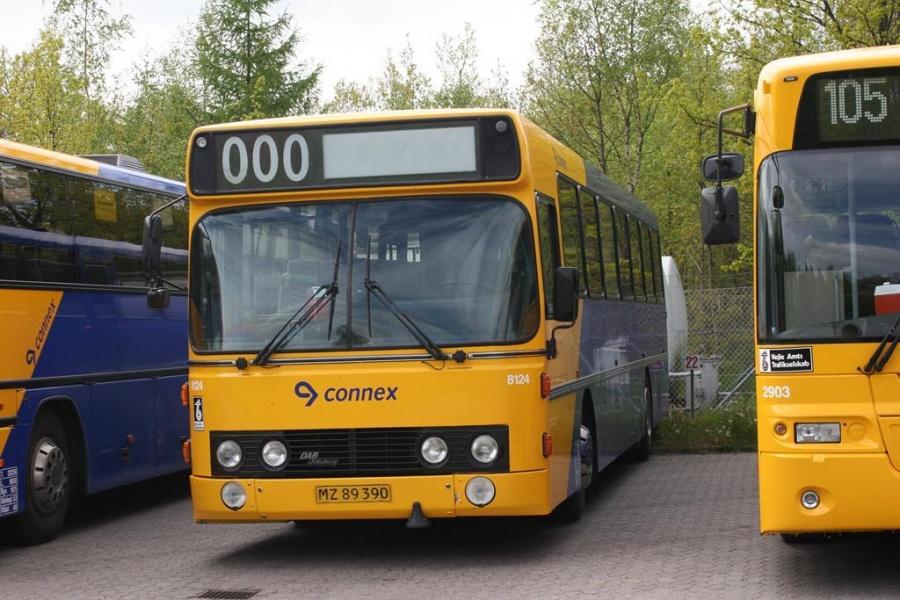 Connex 8124/MZ89390 i garagen i Horsens den 16. maj 2005