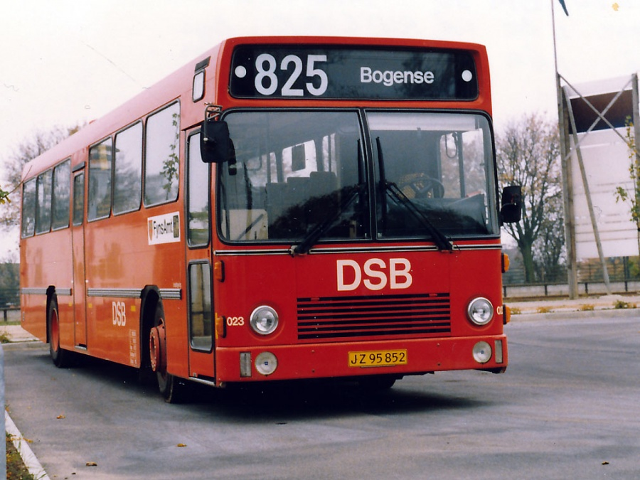 DSB 023/JZ95852 ved Middelfart Banegård i 1988