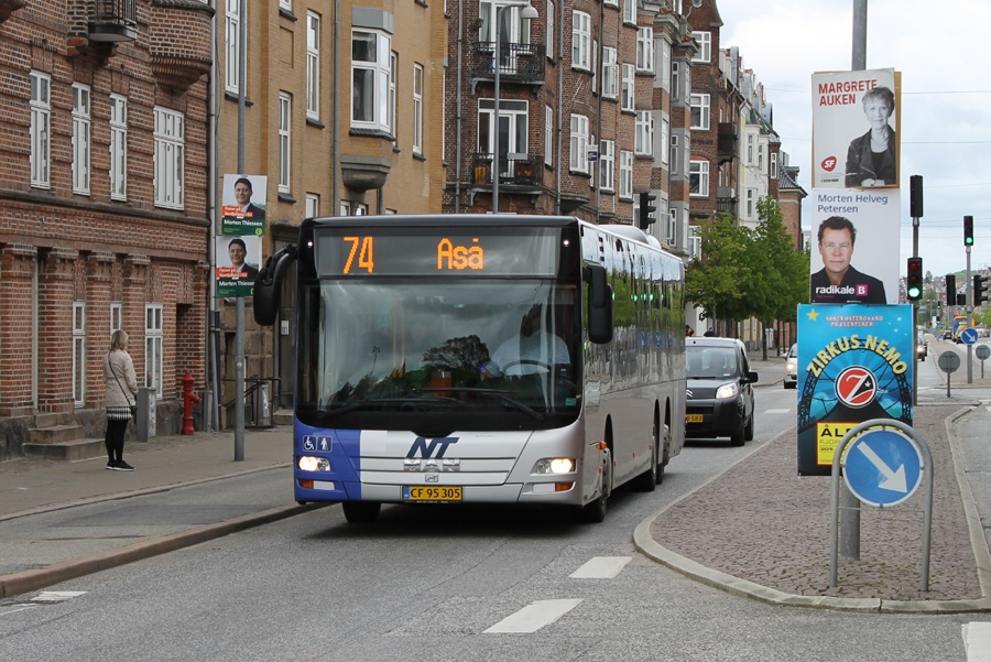 Hals Rute og Turisttrafik 246/CF95305 i Jyllandsgade i Aalborg den 13. maj 2014