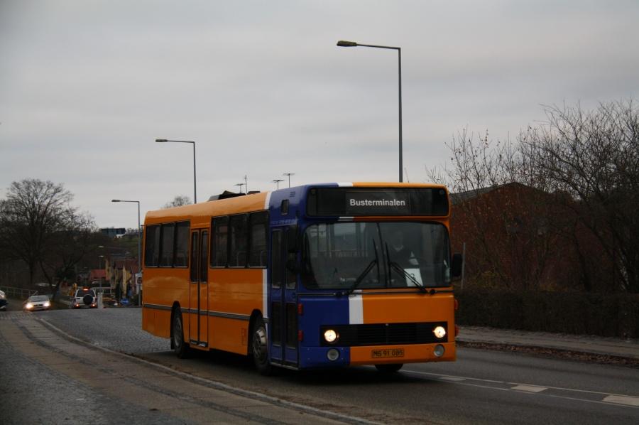 Faarup Rute- og Turistbusser 51/MS91085 på Stationsvej i Hobro 22. november 2013