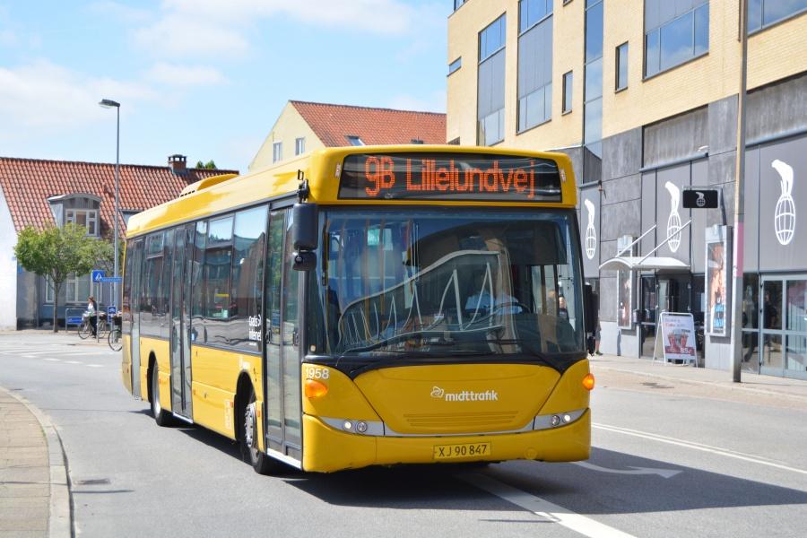 Arriva 1958/XJ90847 ved bybusterminalen i Herning den 18. juni 2014