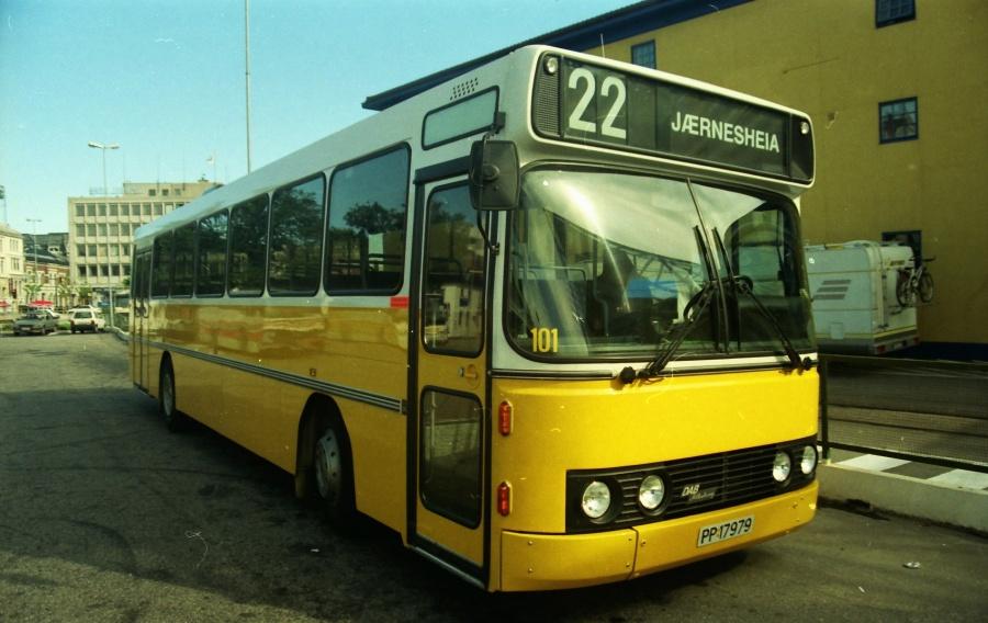 Bussen Trafikkselskap 101/PP17979 på Kristiansand Rutebilstasjon i Norge