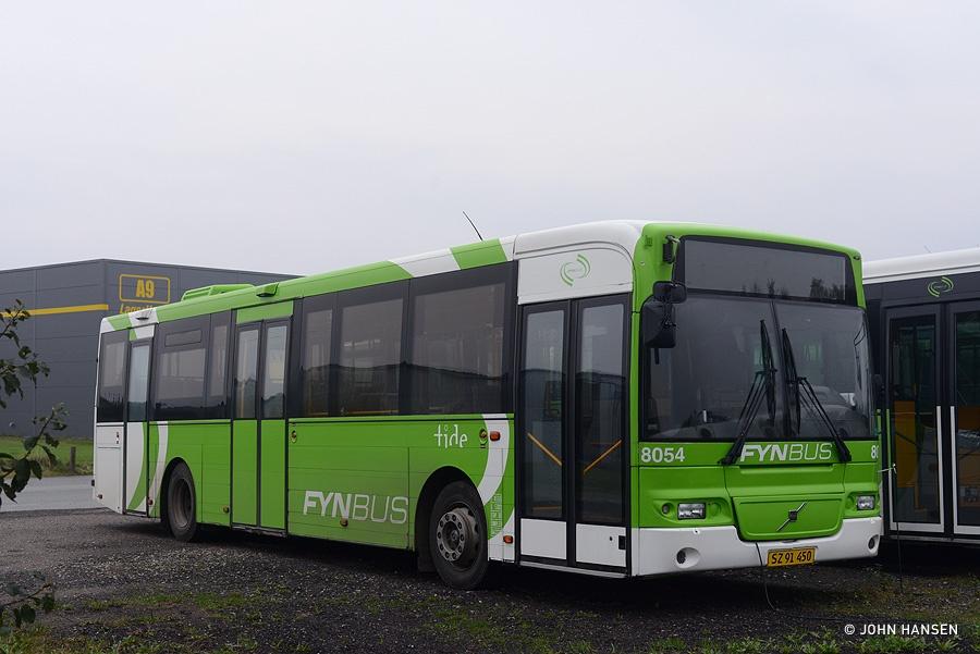 Tide Bus 8054/SZ91450 i Årslev den 18. oktober 2015