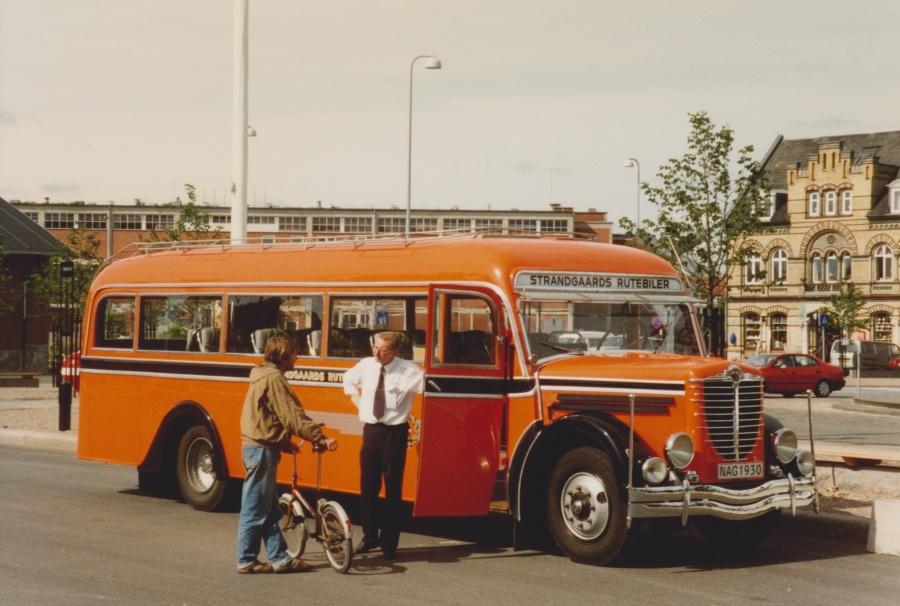Strandgaards Rutebiler NAG1930 på Havnepladsen i Vejle juli 1996