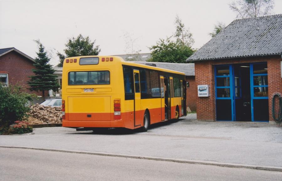 Linjebuss 585/FCX-705 i Lindved den 27. september 1999