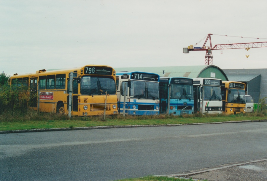 Arriva 3049, Erik H. Lund, Arne Vium Jensen 3, Tylstrup Busser 119 og Arriva 1526 ved Vejle Busophug den 10. september 2000