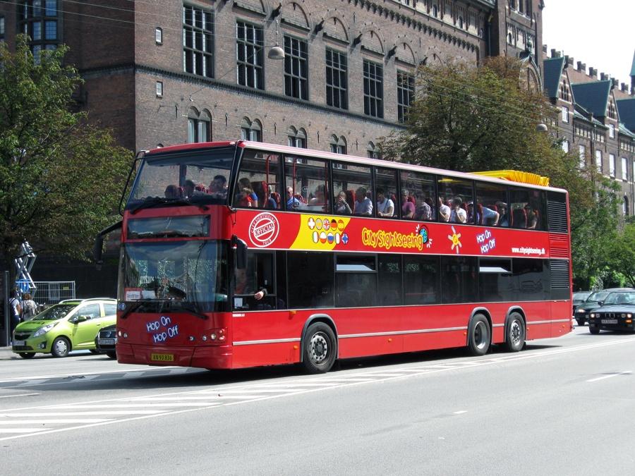 Vikingbus 943/XN93836 ved Rådhuspladsen i København den 6. august 2011