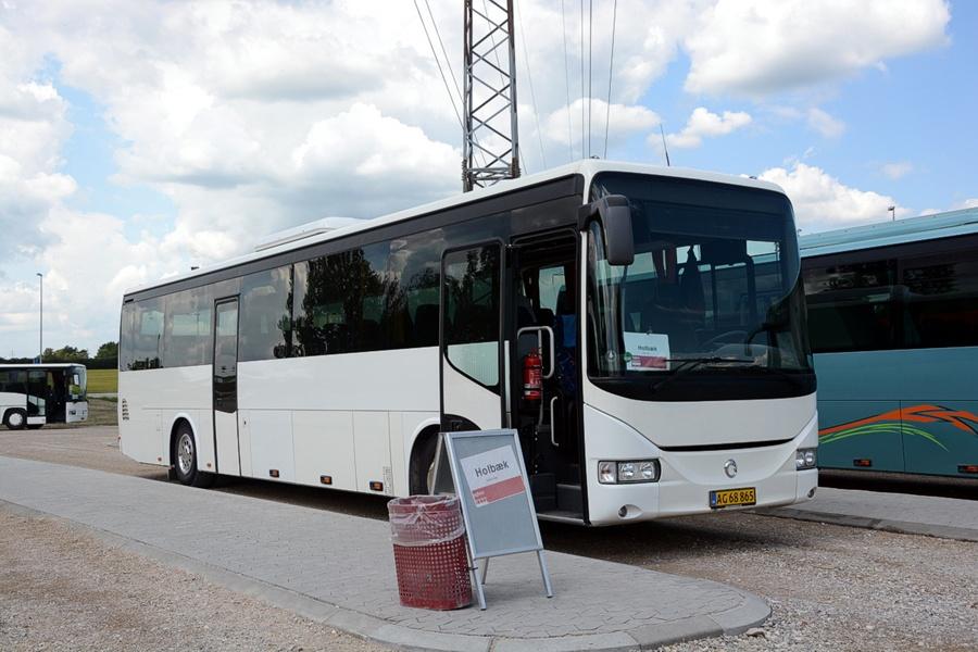 Egons Turist- og Minibusser AG68865 ved Roskilde Vest st. den 11. juni 2013