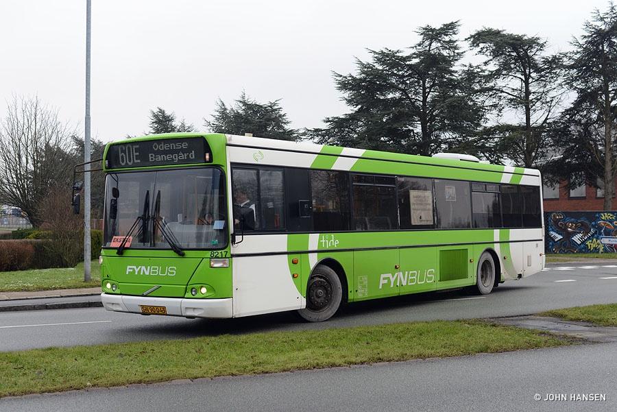 Tide Bus 8217/SN90043 på hjørnet af Klokkestøbervej/Munkebjergvej i Odense den 21. januar 2015