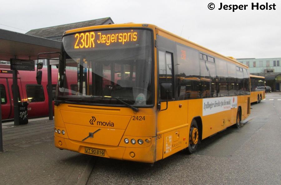 Keolis 2424/UT90819 ved Frederikssund st. den 30. januar 2015