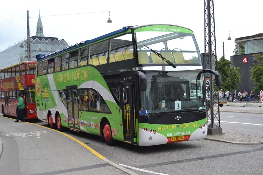 Vikingbus 953/XT88302 på Vesterbrogade i København den 1. juli 2013