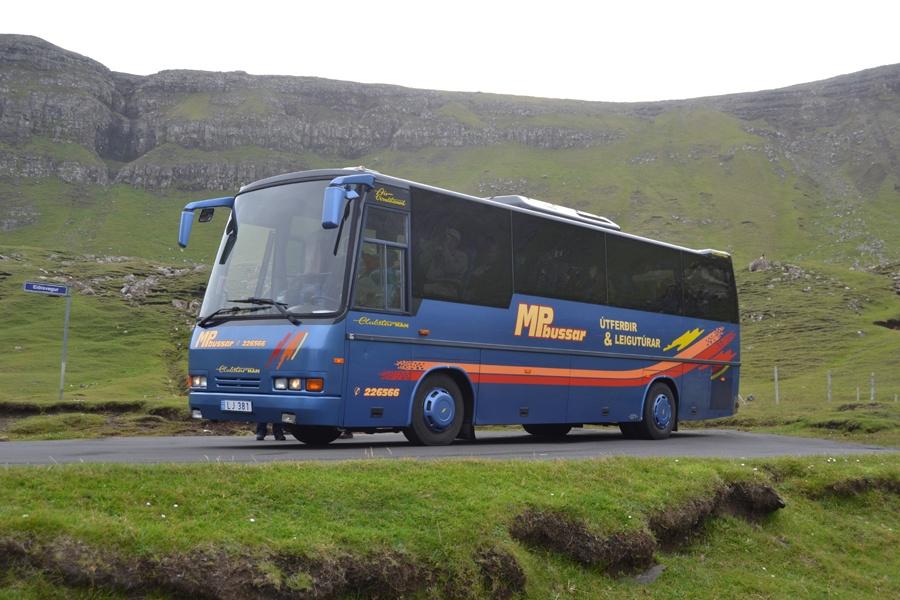 MP Bussar LJ381 ved Hvalba på Suderoy, Færøerne den 13. juli 2013