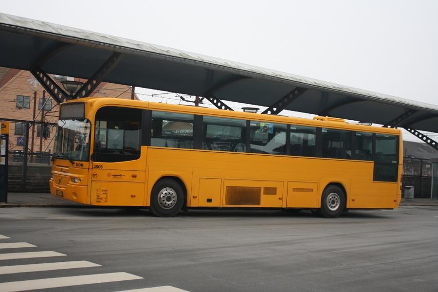 Egons Turist- og Minibusser 3806/AL94720 ved Slagelse st. den 17. februar 2015