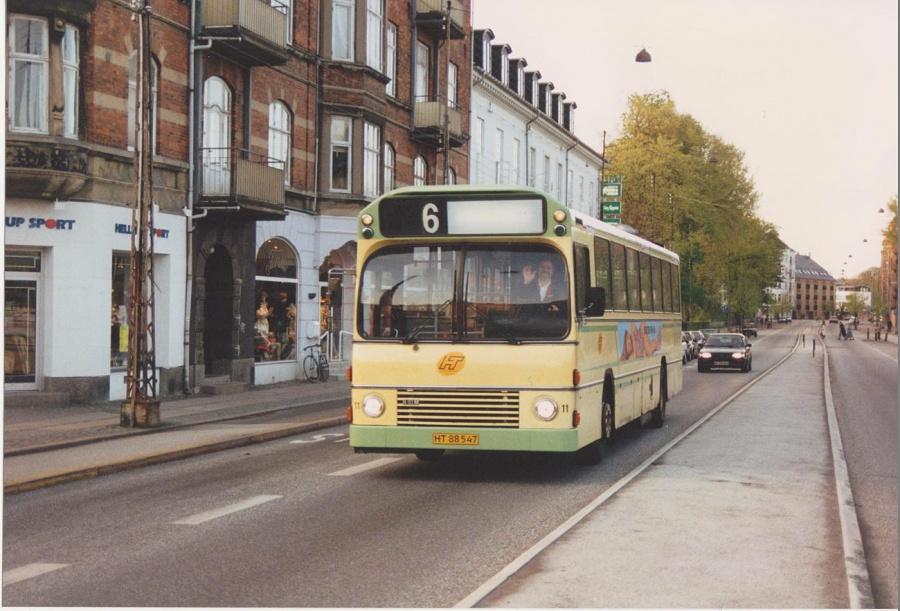 DSV Bus 11/HT88547 på Strandvejen i Hellerup i maj 1992