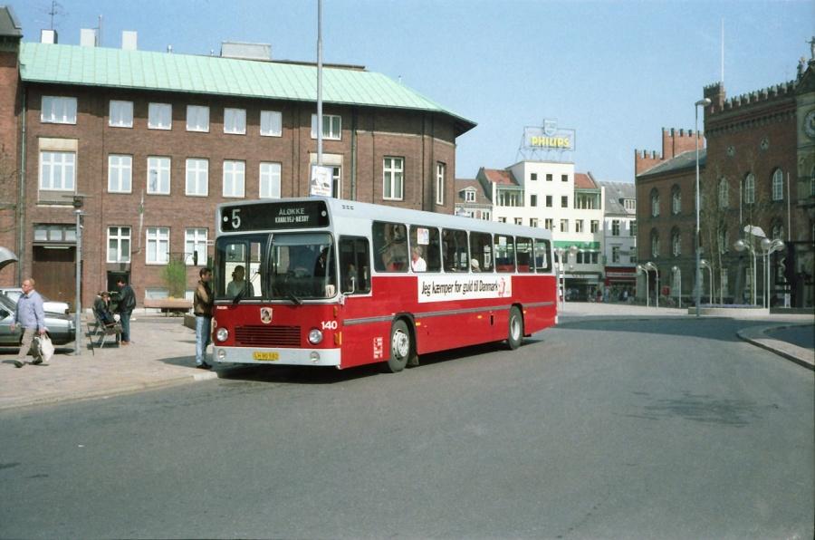 Odense Bytrafik 140/LH90582 på Klingenberg i Odense i maj 1988
