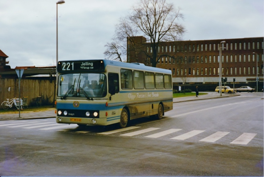 Viggo Hansen og Søn 113/KT88048 ved Vejle banegård i februar 1988